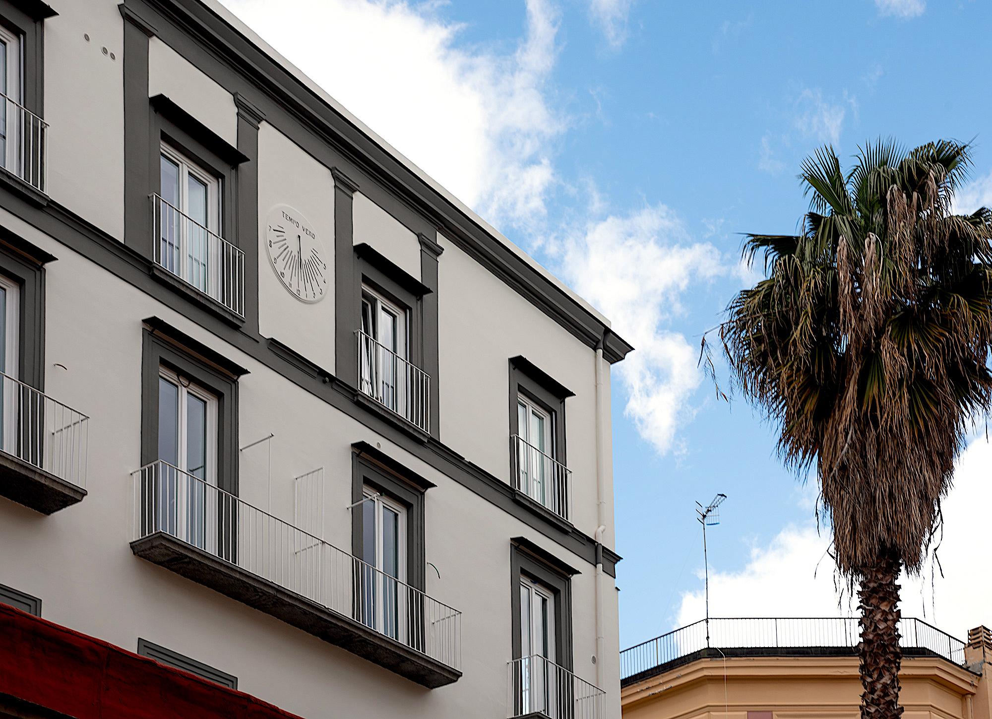 milara-srl-gruppo-postiglione-societa-di-costruzioni-e-vendita-appartamenti-immobili-residenziali-commerciali-via-santa-teresa-chiaia-napoli-esterni-002